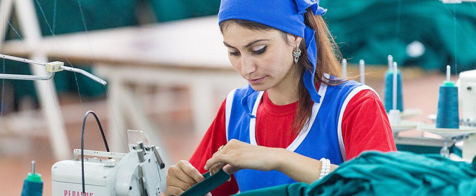 Группа компаний UZCOTTON GROUP  является успешным объединением Лидеров в сфере текстильного производства - ООО «A.Akbarali», «UNI-TEX LTD» и ООО «Quva Tekstil». Компании были созданы более 15 лет назад и за это время зарекомендовали себя в качестве надежных партнеров и передовых производителей хлопчатобумажной пряжи, суровых и готовых тканей, нетканого полотна и швейных изделий.